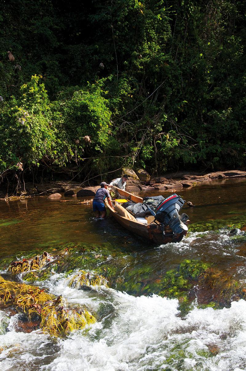 <p>Řeka Tabaro je pravidelným cílem mých malířskývh výprav. Rio Tabaro, Sierra Maigualida.</p>