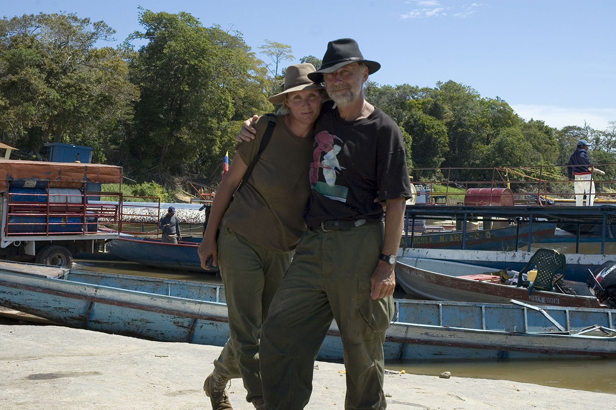 <p>With Rady before first setting for Neblina Mountains. Rio Orinoco (Samariapo port), Venezuela.</p>