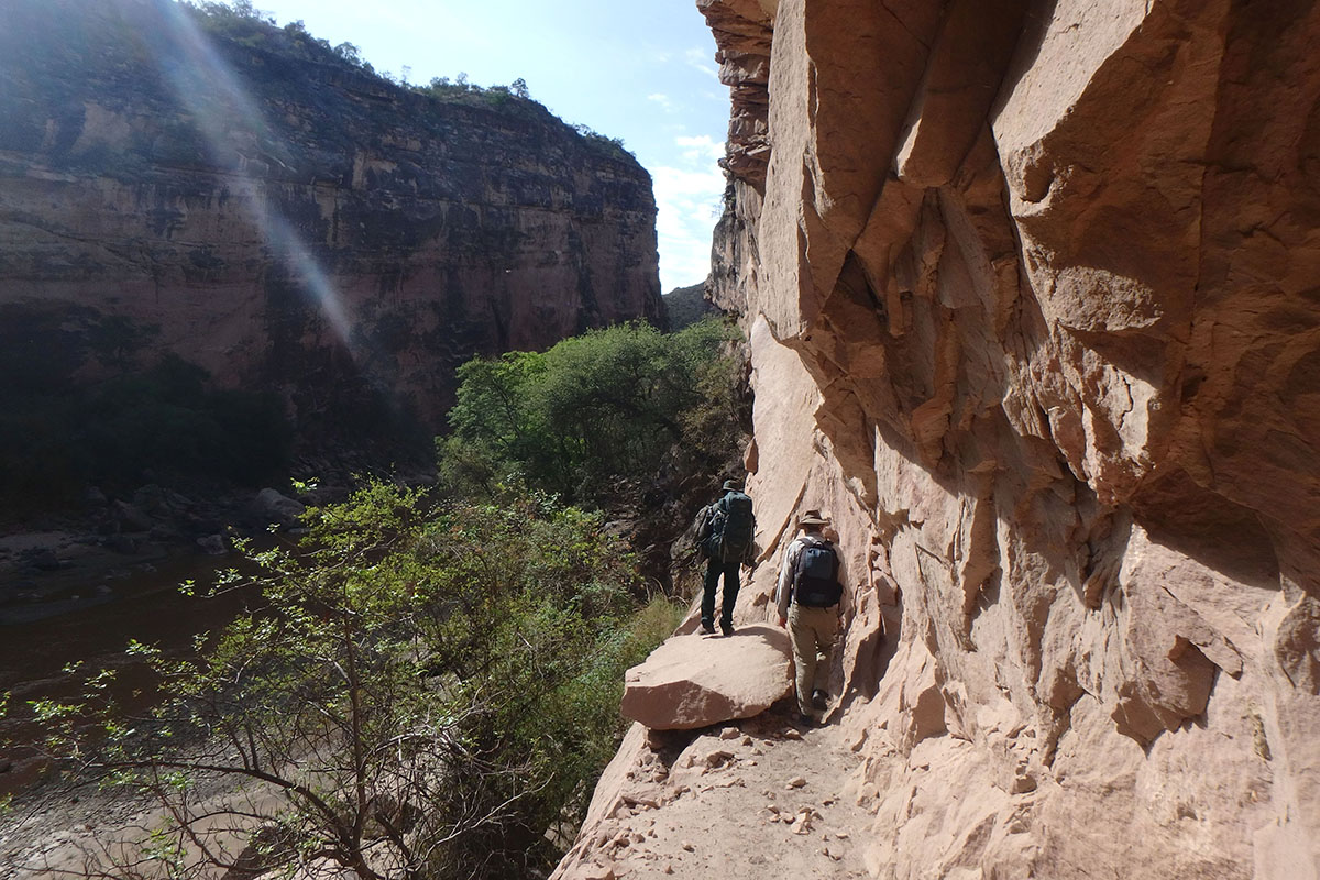 <p>On the narrow rock trail over the Caine river. Torotoro National Park (Jalajala canyon, Andes), Bolivia.</p>