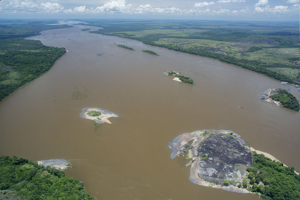 <p>Ever since my first stay in Amazonia in 1992 Orinoco has become the destiny to me. Orinoco, Venezuela.</p>