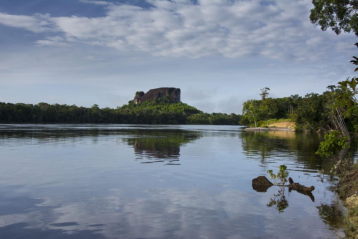 <p>Culimacare rock (Brazo Casiquiare), Venezuela.</p>