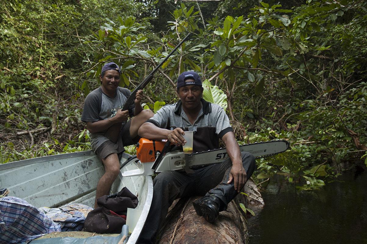 <p>Lorenzo a José mne doprávezli pod Neblinu. Oba jsou skvělými lovci, což je v táboře vzdáleném týdny plavby od nejbližšího supemarketu životné důležité. Rio Baria, Venezuela.&l