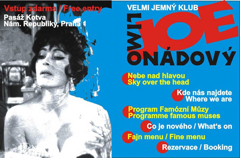 Cabaretní bar inspirovaný filmem šedesátých let minulého století. Praha, Palác Kotva.